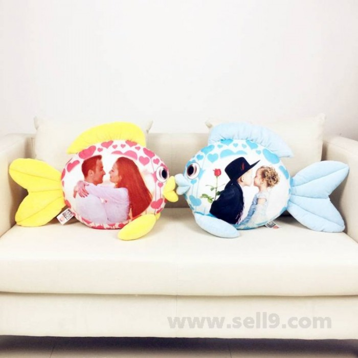Personalize Kissing fish cushion hold pillow
